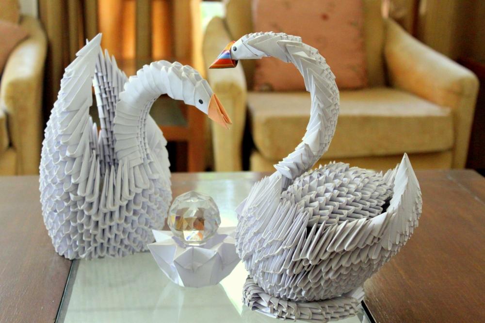 3D Origami Swan Pair